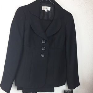 Le Suit 2 pc Jacket & Pants Black Petit Sz 2 NWT D